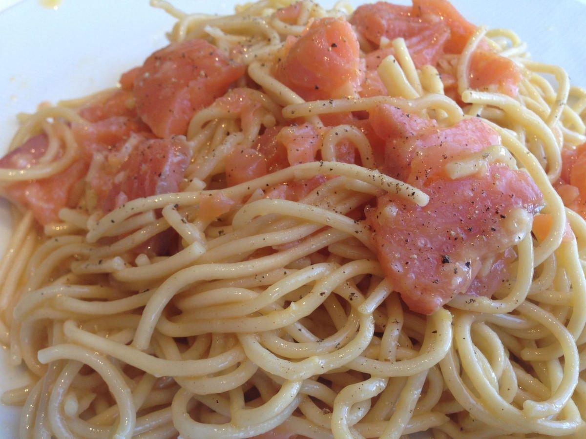 Pasta carbonara con salmón (8)